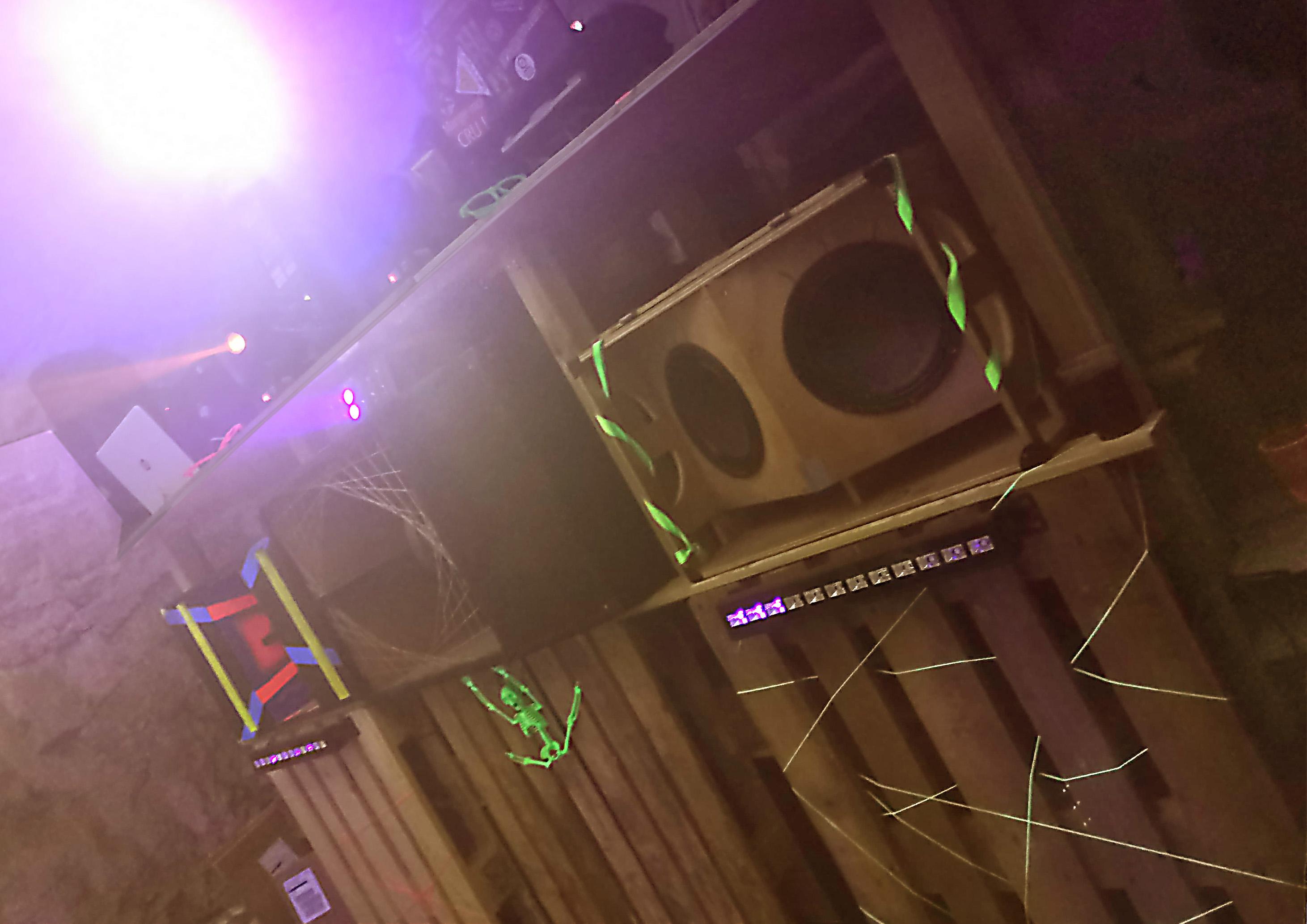Estrade pour DJ